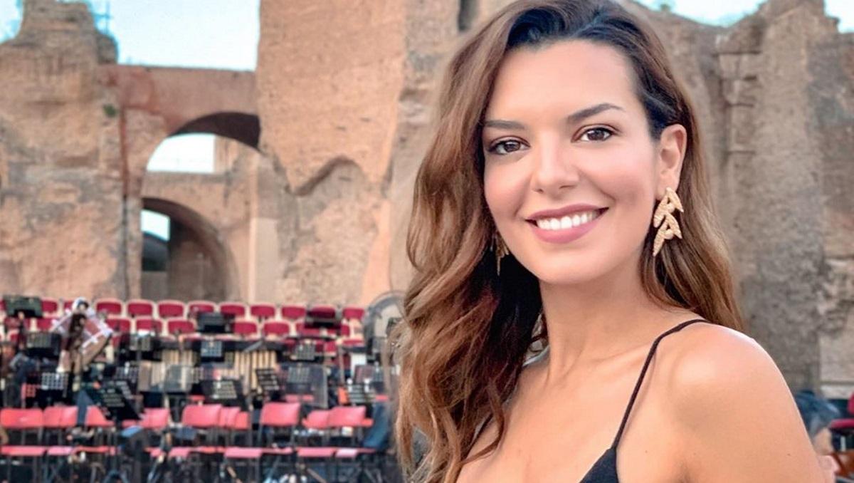 """Η Νικολέττα Ράλλη γυρίζει 15 χρόνια πίσω και θυμάται τη μέρα που στέφθηκε """"Miss Tourism"""" [pics]"""