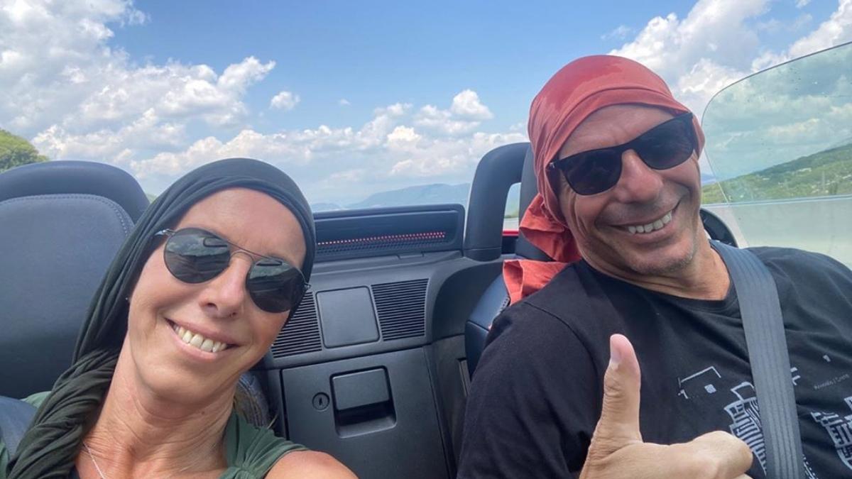 Ο Γιάνης Βαρουφάκης και η Δανάη Στράτου κάνουν road trip στην Ελλάδα!