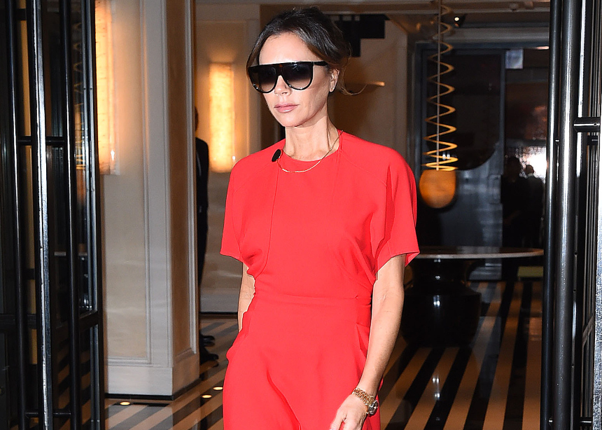 Η Victoria Beckham μας δείχνει το αγαπημένο της color block για την νέα σεζόν