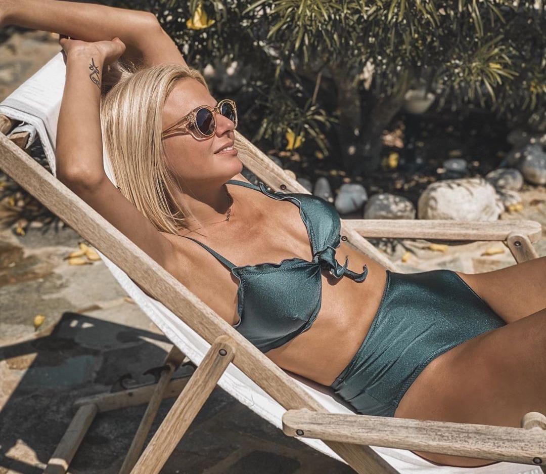 Χριστίνα Κοντοβά: Απολαμβάνει τον ήλιο και την θάλασσα της Πάρου! Φωτογραφίες