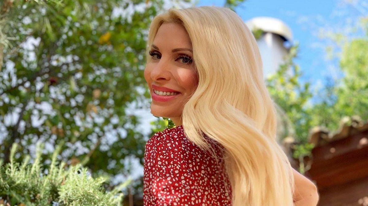 Η Ελένη Μενεγάκη επέστρεψε στην Αθήνα και μας καλημέρισε από τον κήπο της [pic] | tlife.gr