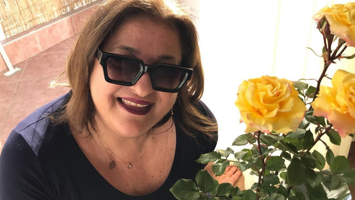 Ελισάβετ Κωνσταντινίδου: Ποζάρει με τη μητέρα της στον κήπο του εξοχικού της στην Αίγινα!