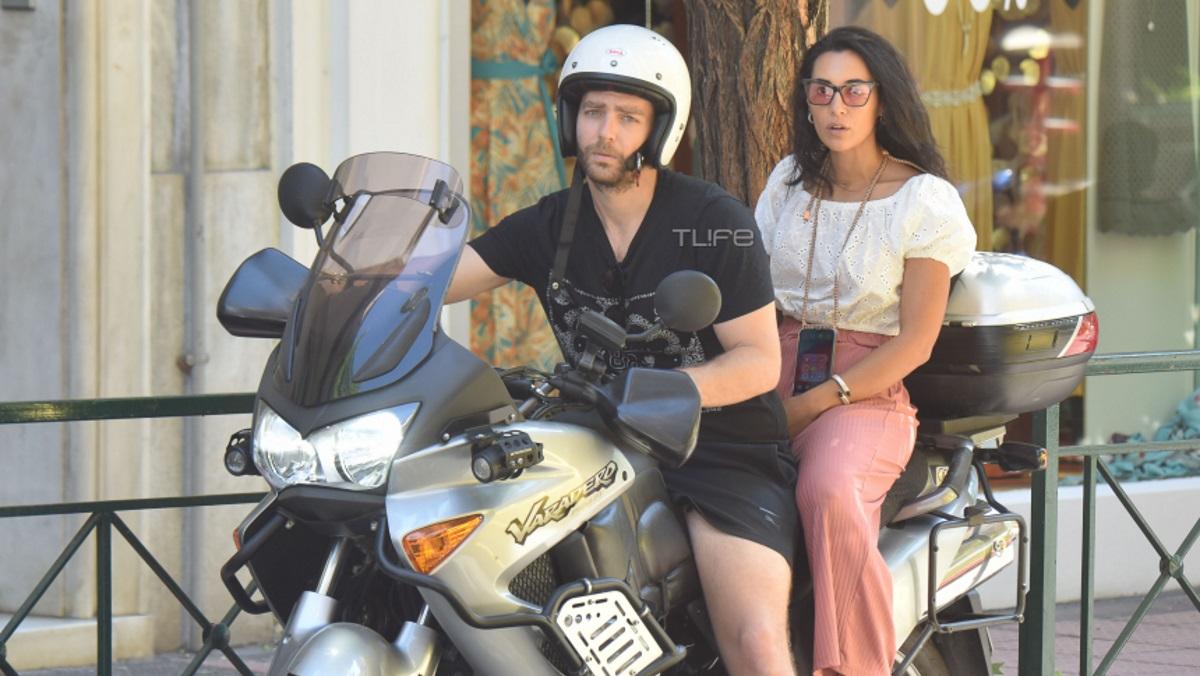 Ευγενία Σαμαρά – Γιάννης Ποιμενίδης: Βόλτα με τη μηχανή στο κέντρο της Αθήνας [pics]