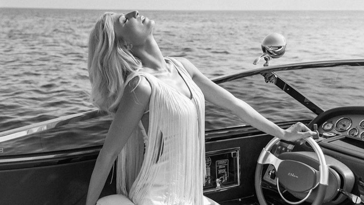 Φαίη Σκορδά: Η εντυπωσιακή φωτογράφιση πάνω σε πολυτελές γιοτ με καλοκαιρινά ρούχα και μαγιό! | tlife.gr