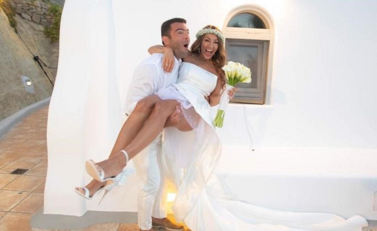 Αλέξανδρος Αγγλούπας: Ο εντυπωσιακός γάμος του στην Μύκονο με την Όλγα Ζαπουνίδου! Φωτογραφίες