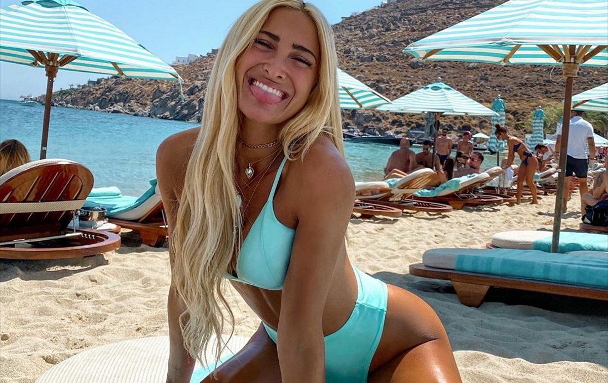 Ιωάννα Τούνη: Απολαμβάνει δροσερές βουτιές στην Ψαρού με τις κολλητές της! Video   tlife.gr