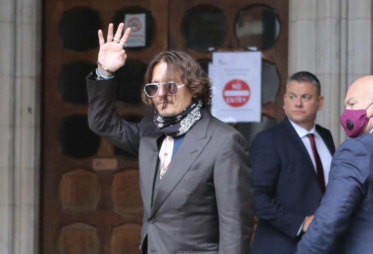 Σοκάρει το βίντεο με τον Johnny Depp να σπάει ένα μπουκάλι κρασί – «Θέλεις να δεις τι θα πει τρέλα; Θα σου δείξω»