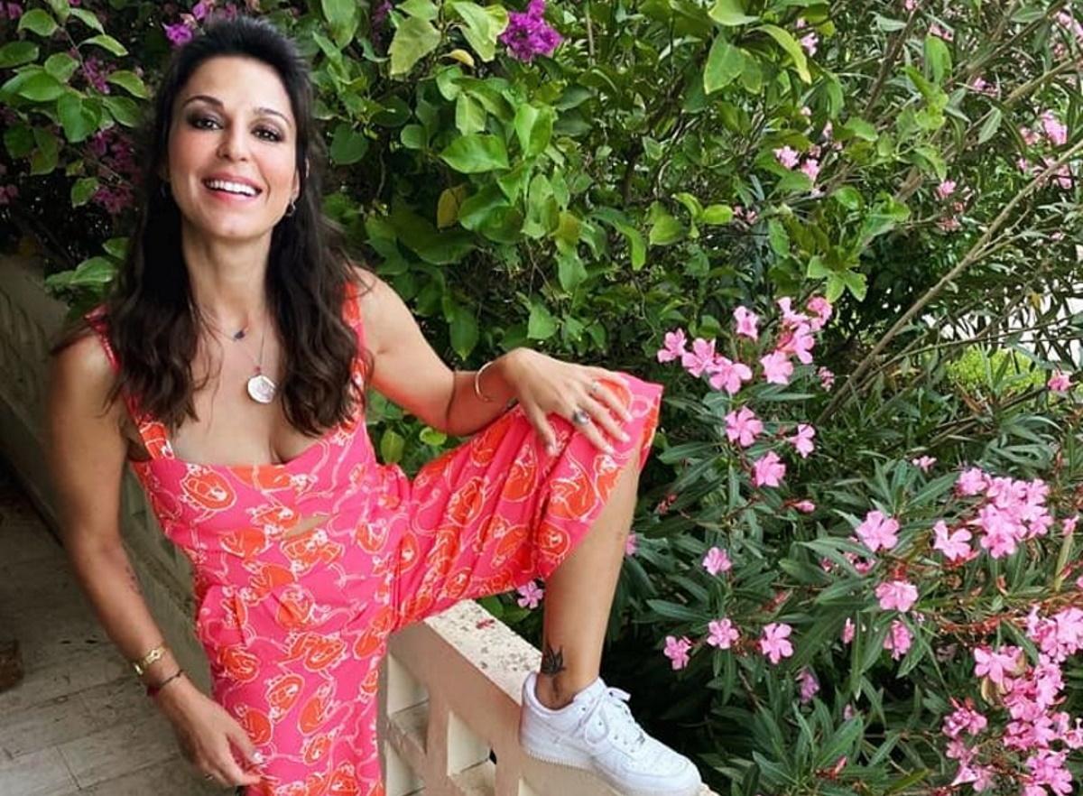 Κατερίνα Παπουτσάκη: Οι διακοπές ξεκίνησαν για την ηθοποιό! Οι βουτιές στην παραλία με τα παιδιά της [pics]