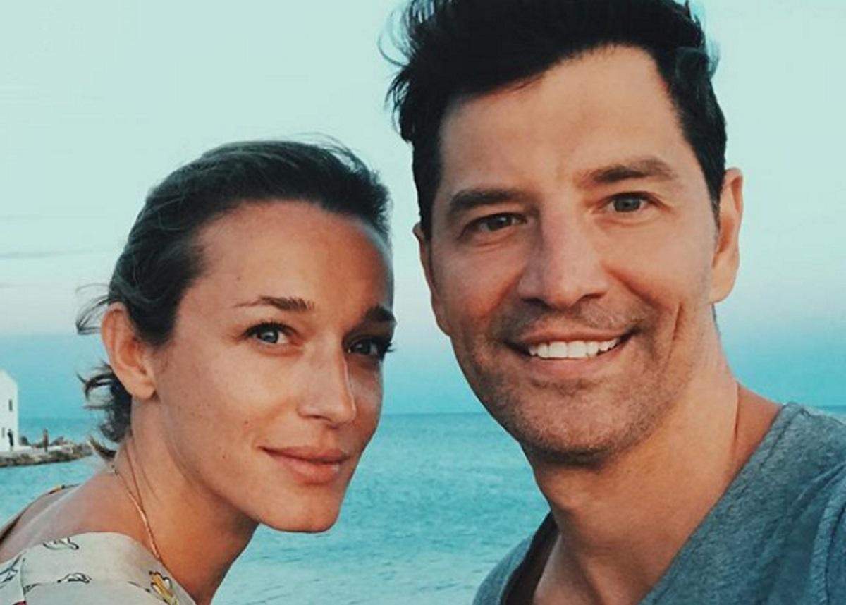 Σάκης Ρουβάς – Κάτια Ζυγούλη: Περίπατος δίπλα στη θάλασσα για το ζευγάρι [pics,vid]