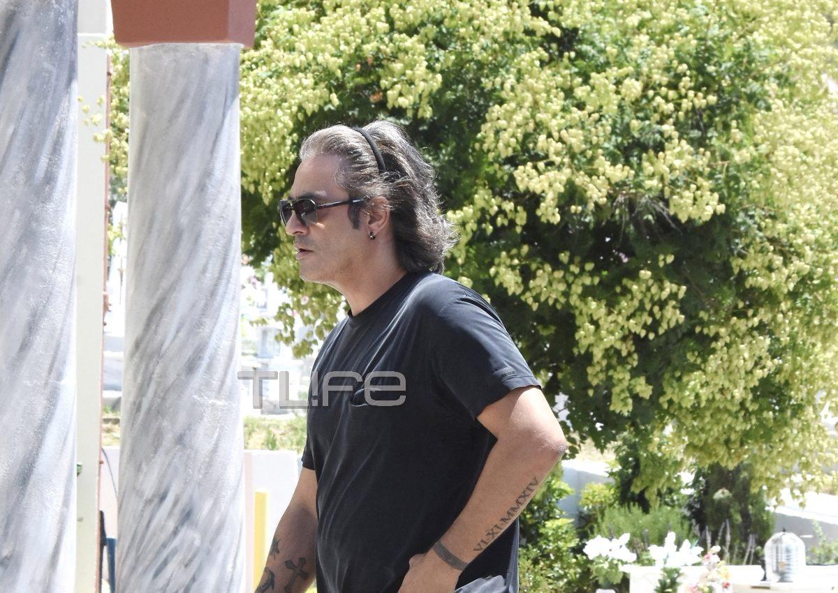 Θλίψη στην κηδεία του ηθοποιού Διονύση Μπουλά [pics] | tlife.gr