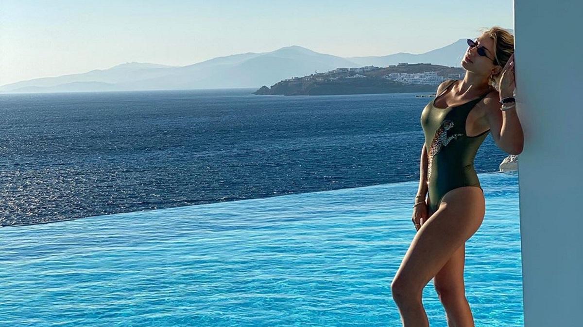 Κωνσταντίνα Σπυροπούλου: Ξέγνοιαστες στιγμές στο νησί των Ανέμων [pics]