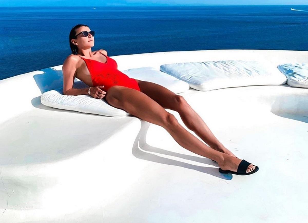 Μαρίνα Βερνίκου: Απολαμβάνει το απέραντο γαλάζιο του Αιγαίου, ταξιδεύοντας με το σκάφος της! [pics]