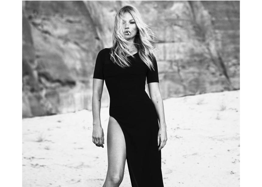 Η Kate Moss ποζάρει στην έρημο για μία υπέροχη καμπάνια