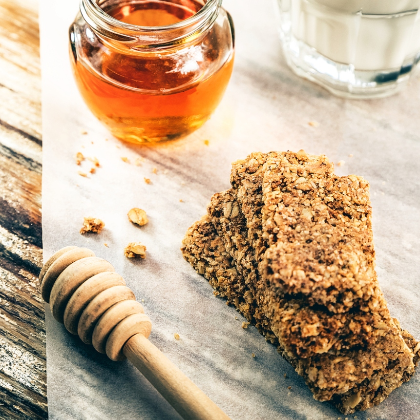 Συνταγή για μπάρα δημητριακών με μέλι και ταχίνι