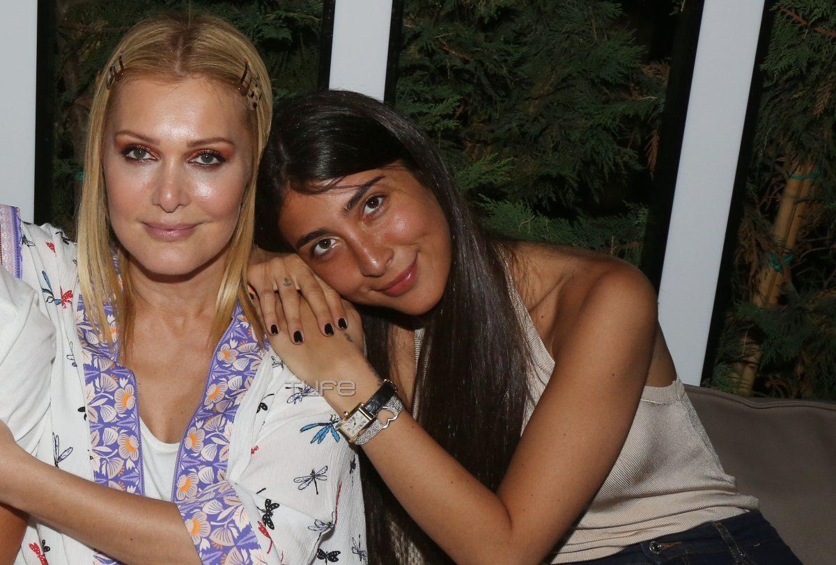 Νατάσα Θεοδωρίδου: Βραδινή έξοδος με την κούκλα κόρη της, Χριστιάννα Μπέτα, μετά τα δύσκολα [pics] | tlife.gr