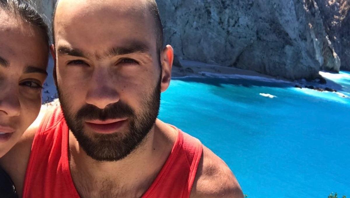 Βασίλης Σπανούλης – Ολυμπία Χοψονίδου: Μοναδικές στιγμές με τα παιδιά τους δίπλα στην πισίνα  [pics]