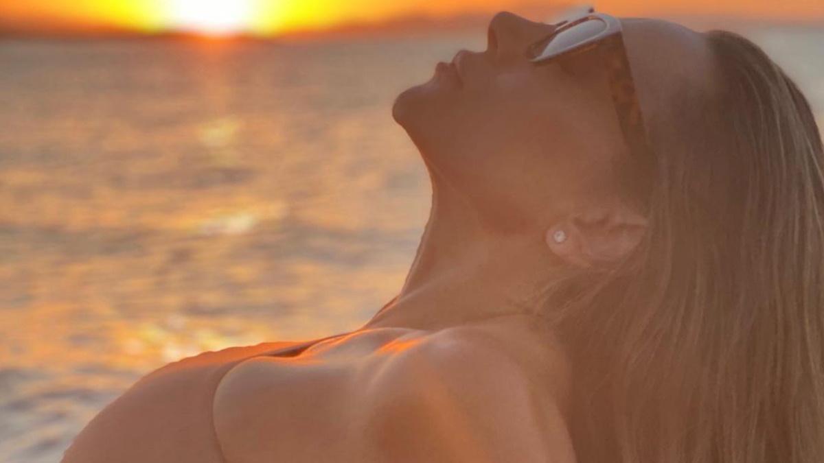 Ελένη Πετρουλάκη: Έκλεψε τις εντυπώσεις σε παραλία του Λασιθίου με τους κοιλιακούς-φέτες που διαθέτει! [pics]