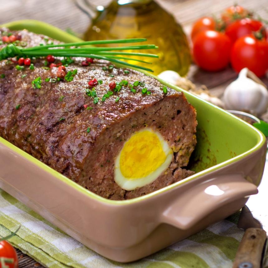 Συνταγή για ρολό κιμά γεμιστό με αβγό και τυρί