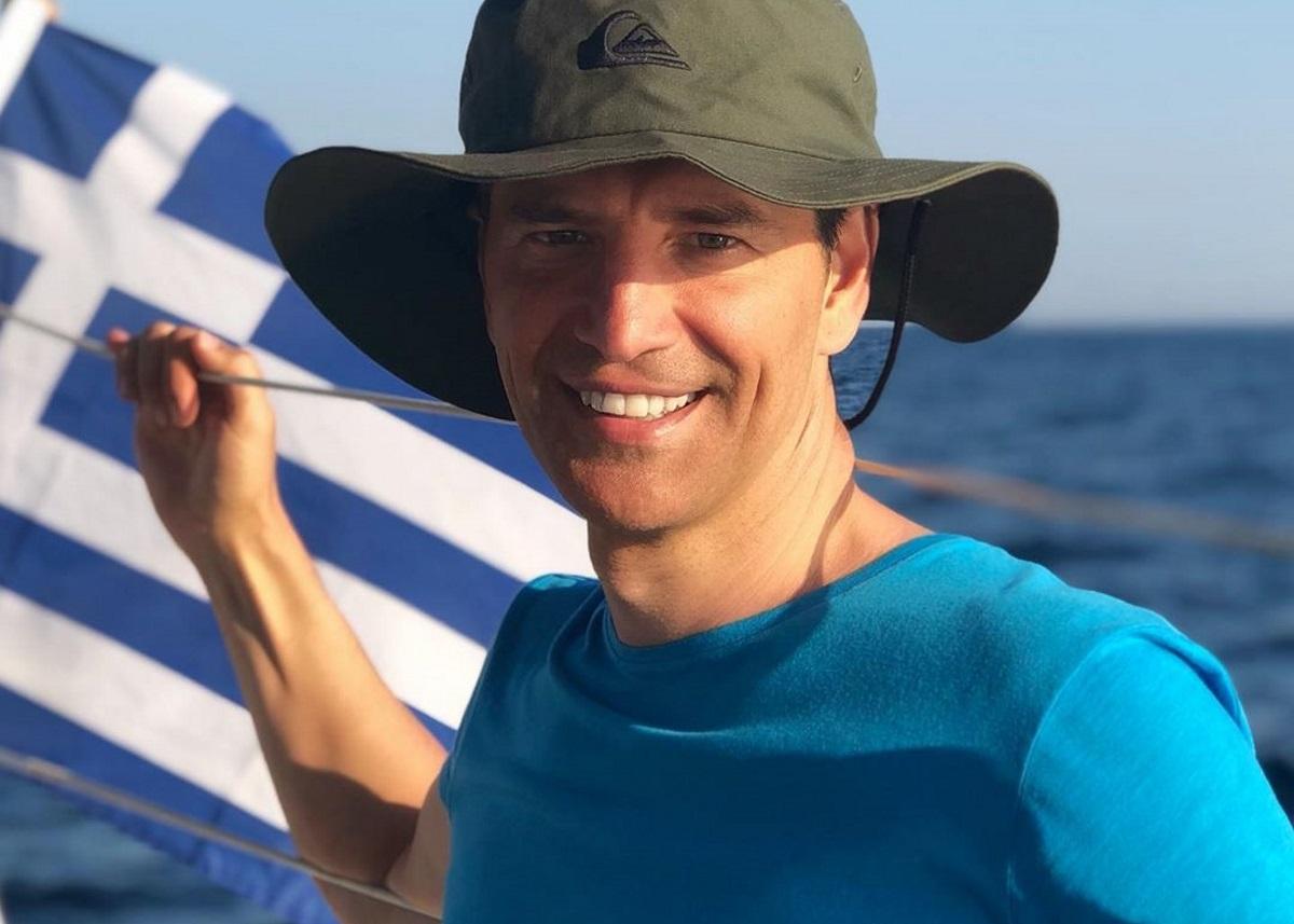 Σάκης Ρουβάς: Η πρώτη βόλτα με το φουσκωτό και οδηγό το γιο του [video]