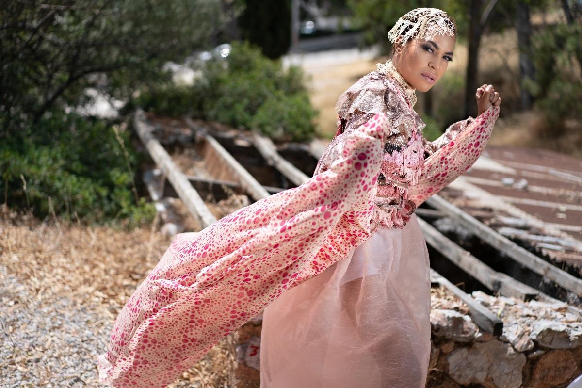 Νίκη Σερέτη: Σε ρόλο μοντέλου για πρώτη φορά, με παραμυθένια ρούχα από τον Δημήτρη Στρέπκο! Φωτογραφίες