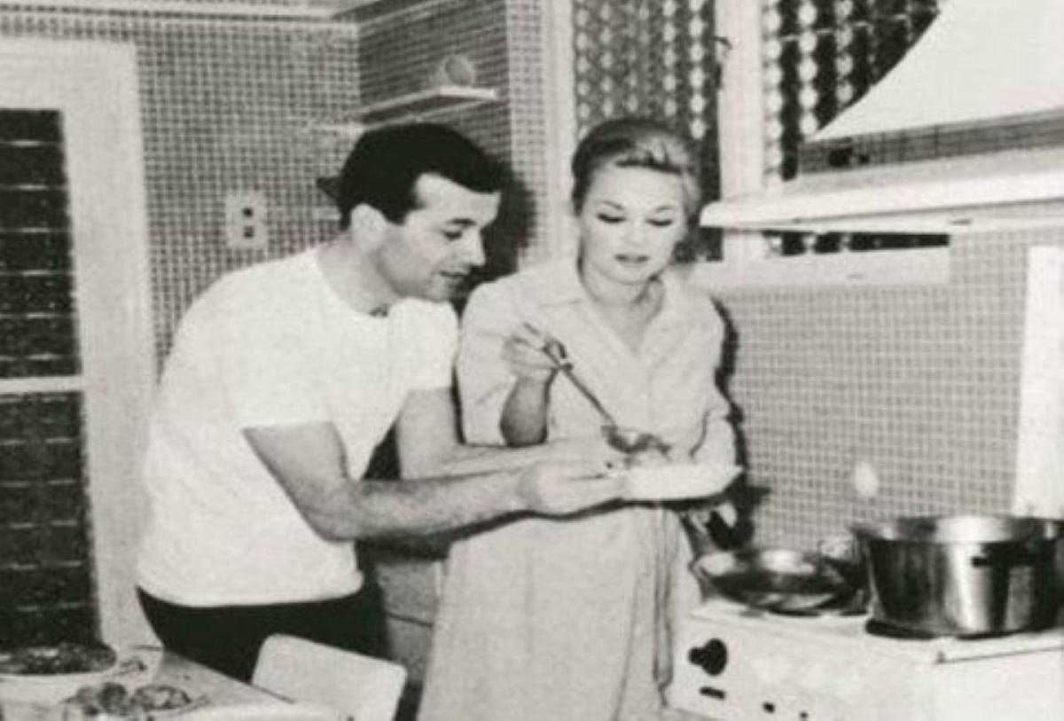Αλίκη Βουγιουκλάκη: Η δεξίωση στο διαμέρισμα της Στησιχόρου, το 1967! Σπάνια φωτογραφία