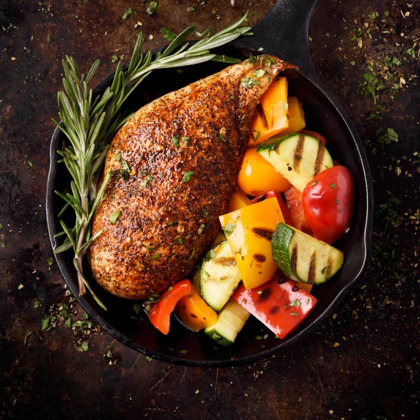 Συνταγή για ζουμερό στήθος κοτόπουλου στο φούρνο με λαχανικά