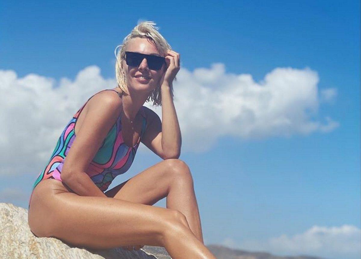 Τάμτα: Οι βουτιές σε ερημική παραλία και οι εντυπωσιακές λήψεις με το μαγιό της [pics] | tlife.gr