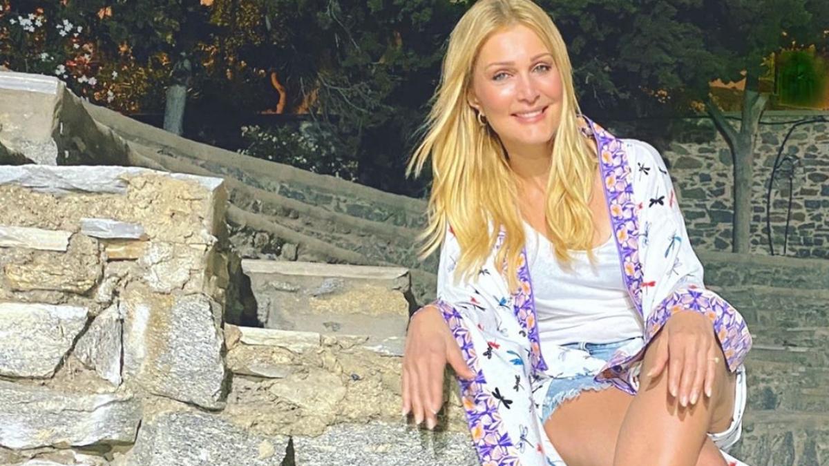Η Νατάσα Θεοδωρίδου κάνει διακοπές στη Μύκονο με την κόρη της! [video]