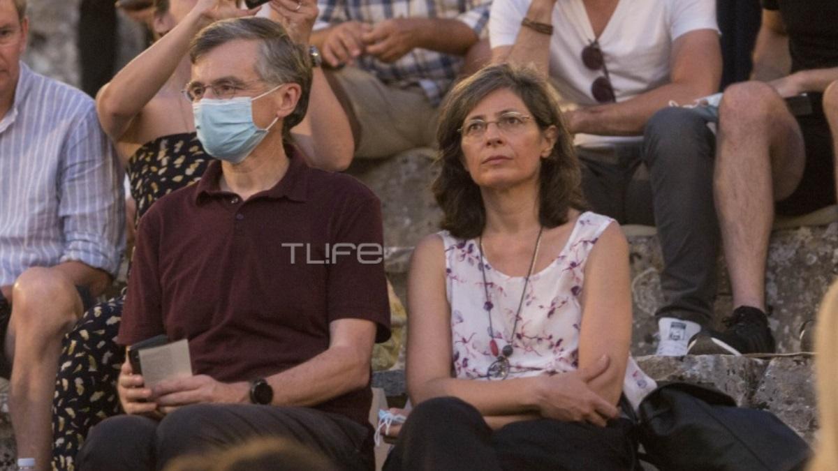 Ο Σωτήρης Τσιόδρας στην Επίδαυρο με την σύζυγό του, τηρώντας τα μέτρα προστασίας!