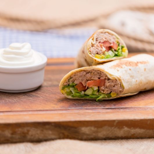 Συνταγή για δροσερό wrap με τόνο | tlife.gr