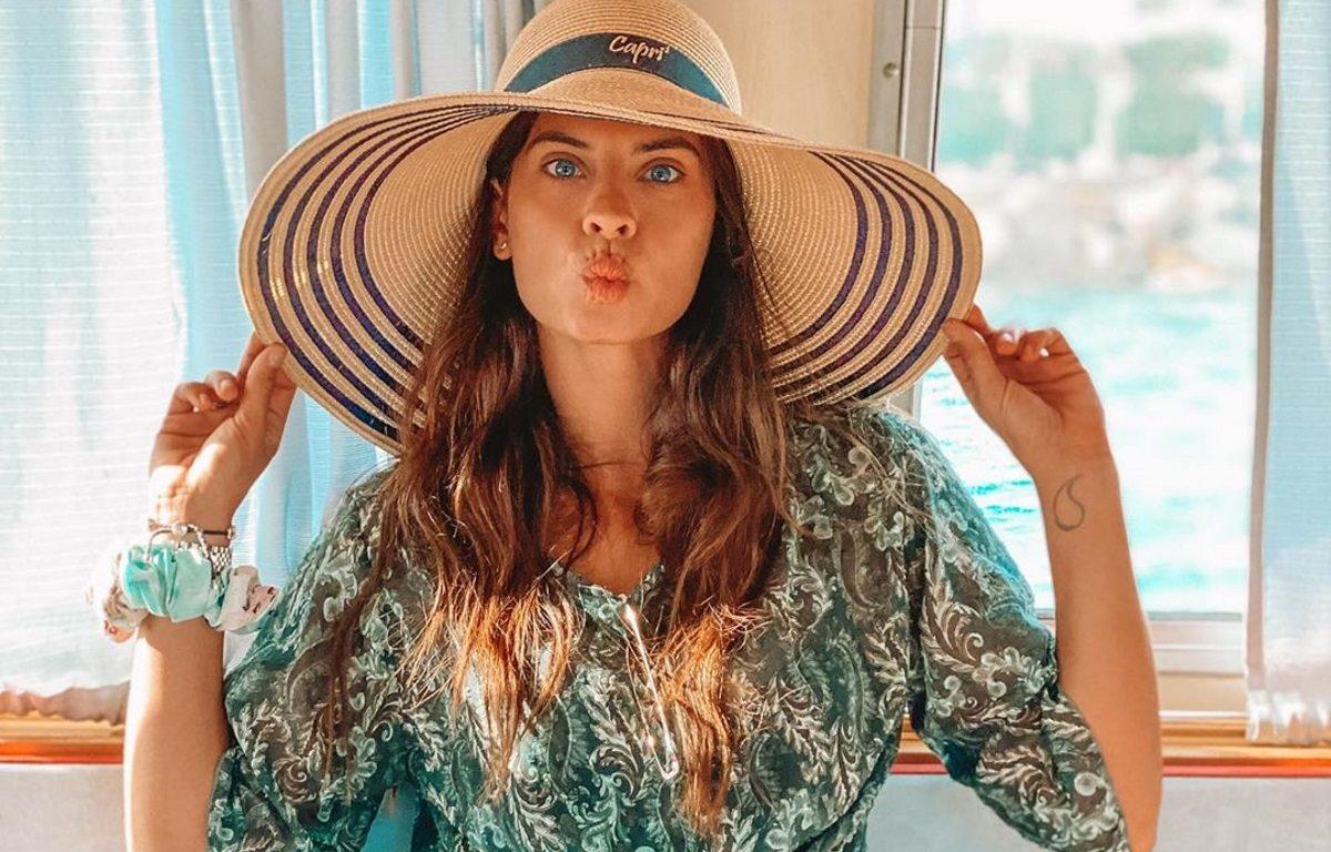 Χριστίνα Μπόμπα: Επιστροφή στην πρωτεύουσα μετά τις διακοπές με τις φίλες της στις Σπέτσες [pics]   tlife.gr
