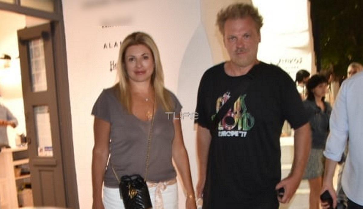 Κώστας Σπυρόπουλος – Χριστίνα Πολίτη: Βραδινή βόλτα στα σοκάκια της Μυκόνου [pics]