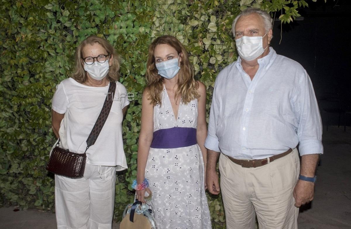 Λένα Παπαληγούρα: Πρεμιέρα στο θέατρο μετά τη γέννηση του γιου της, με τους γονείς της στο πλευρό της! [pics]