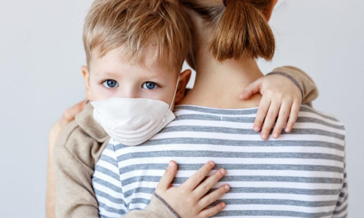 Κορoνοϊός: Πώς εκδηλώνεται η λοίμωξη στα παιδιά – Οι διαφορές ανά ηλικία