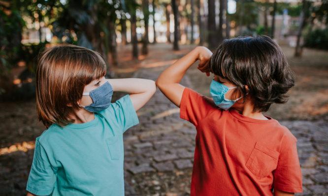 Κορoνοϊός: Οι οδηγίες του Π.Ο.Υ. για την μάσκα στα παιδιά