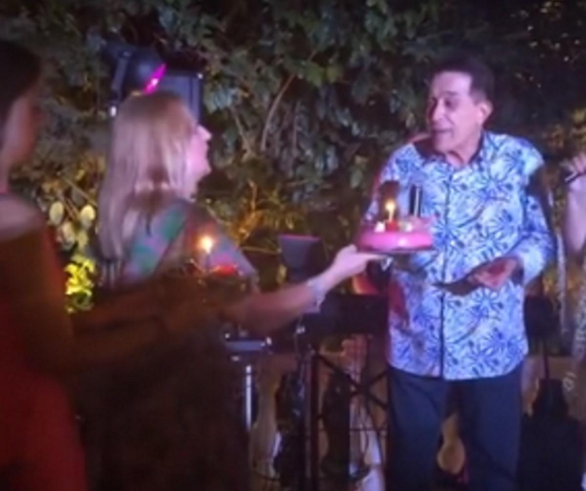Δάκης: Έκλεισε τα 77 και η Μπέσσυ Αργυράκη του τραγούδησε το happy birthday! Bίντεο