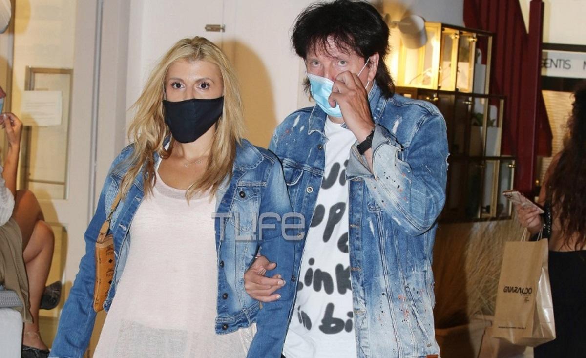 Μιχάλης Τσαουσόπουλος – Φραντζέσκα Παραρά: Με μάσκα προστασίας κάνουν βόλτες στα Ματογιάννια της Μυκόνου! [pics]