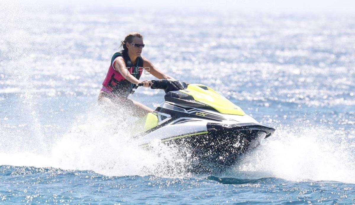 Σάσα Σταμάτη: Λάτρης των θαλάσσιων σπορ! Για jet ski στην Μύκονο [pics]
