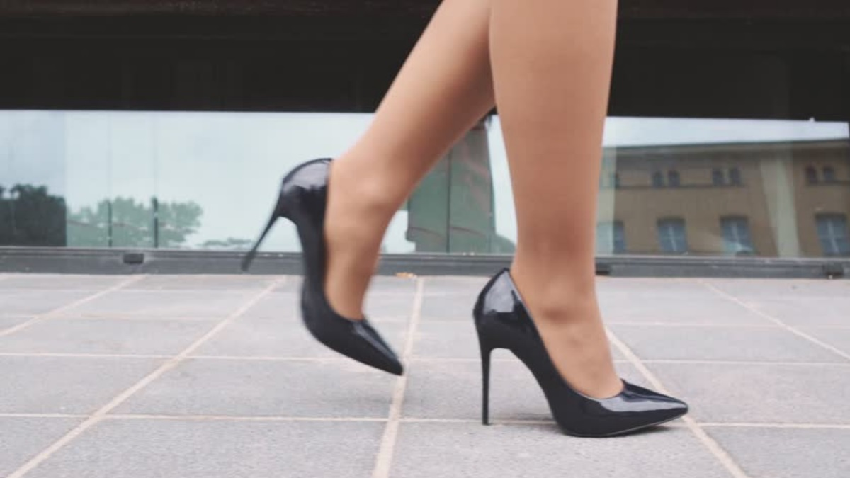 Κορονοϊός: Δες τι ισχύει για την εξάπλωση με τα παπούτσια