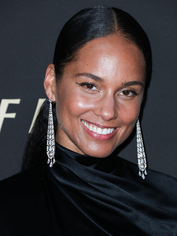 Η Alicia Keys, η βασίλισσα του skincare, συνεργάζεται με ένα πολύ οικονομικό brand και βγάζει τη δική της σειρά καλλυντικών!