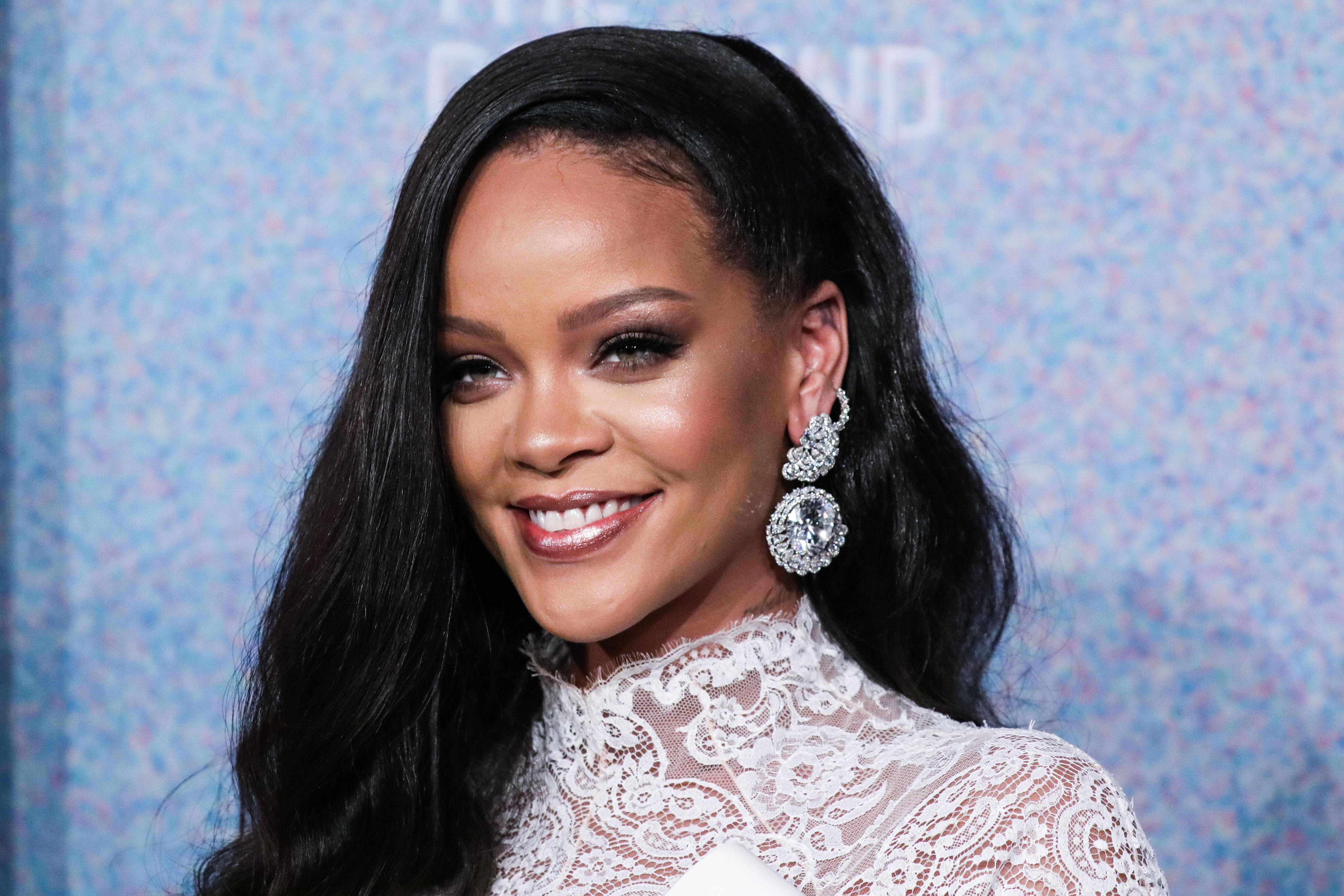 Τι τύπο επιδερμίδας έχει η Rihanna; Η απάντηση που έδωσε θα σε εκπλήξει!