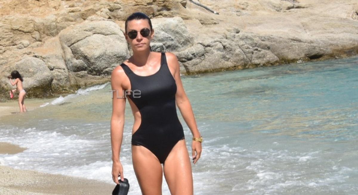 Μαρίνα Βερνίκου: Στην Μύκονο με το σκάφος! Εντυπωσίασε με το καλλίγραμμο κορμί της σε παραλία της Ψαρούς [pics]