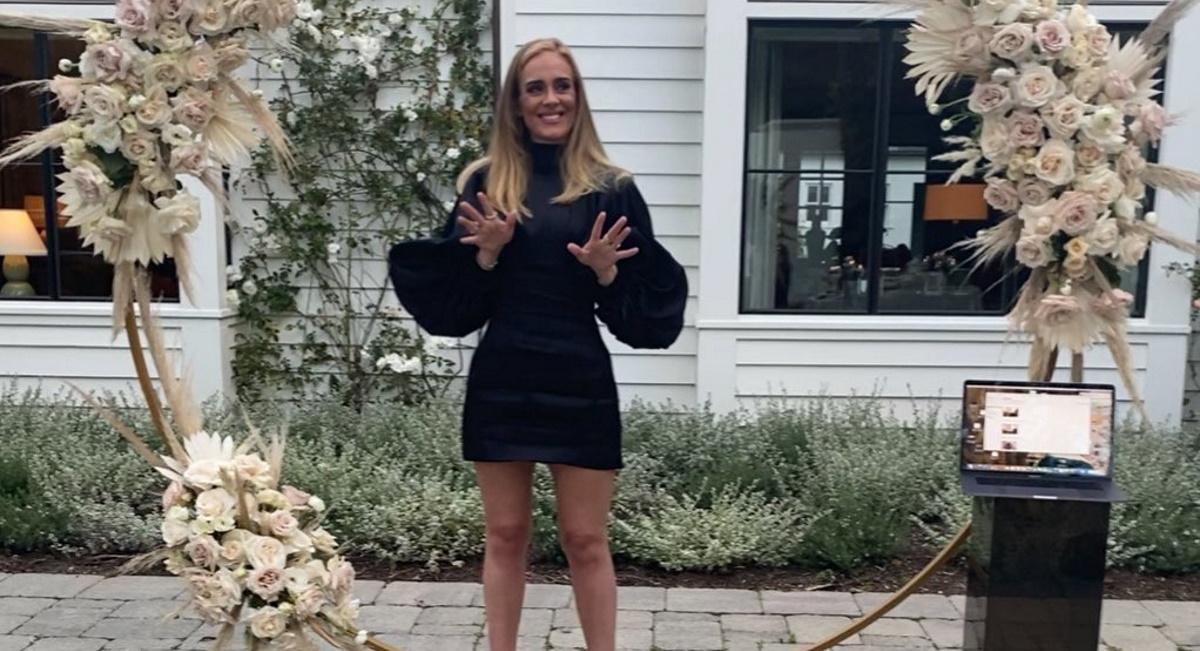 Adele: Η φωτογραφία με το μαγιό της μετά την απώλεια των 45 κιλών