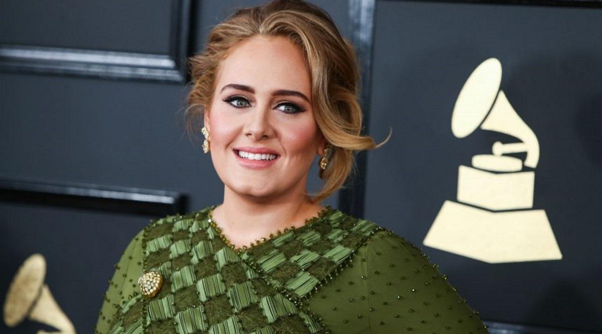 Adele: Άλλος άνθρωπος στη νέα φωτογραφία της μετά την απώλεια των κιλών
