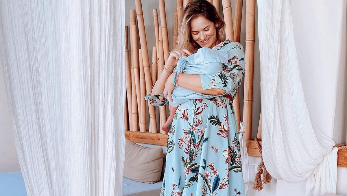 Η Annita Brand ποζάρει με μαγιό και μας δείχνει το σώμα της τέσσερις βδομάδες μετά τη γέννα! [pic]