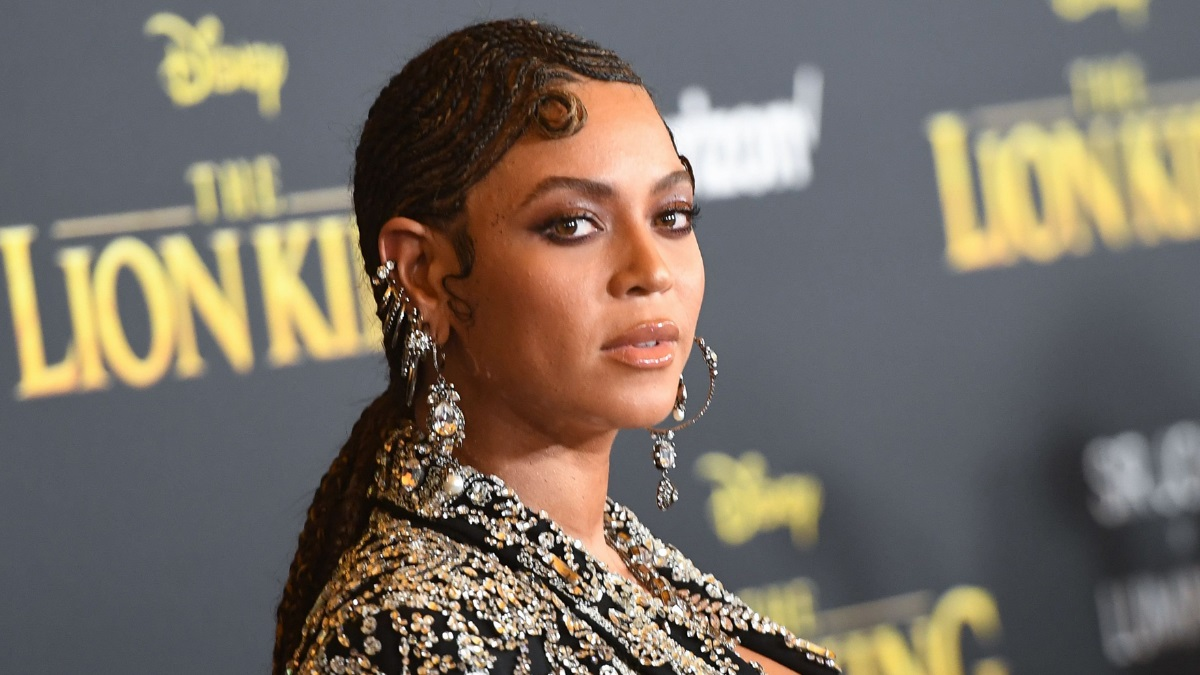 Beyonce: Στροβιλίζεται πάνω σε μια Hanging Hoop Chair και «κόβει» την ανάσα!