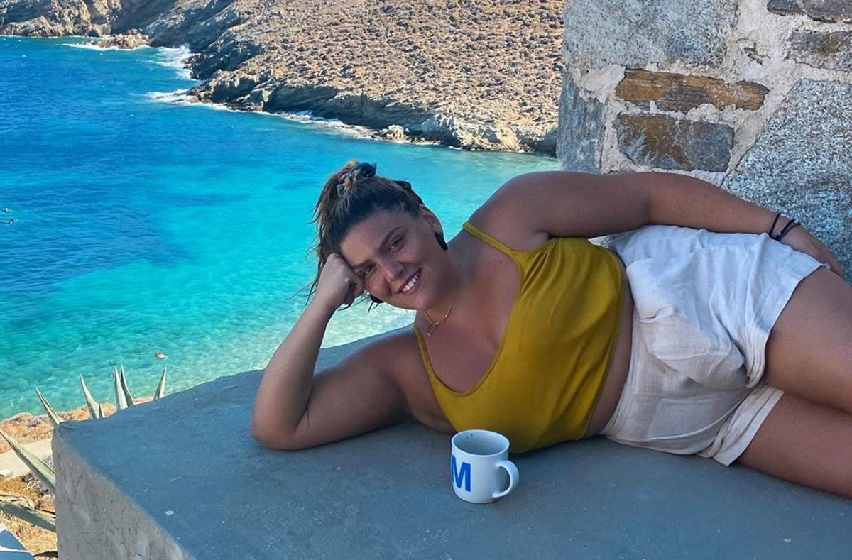 """Δανάη Μπάρκα: Ποζάρει με μαγιό και δηλώνει: """"Να αγαπάτε το σώμα σας""""!"""