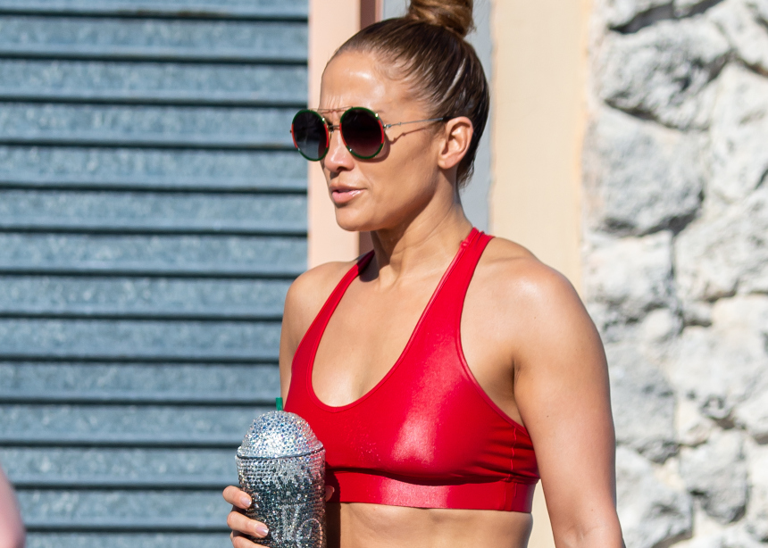 H Jennifer Lopez φόρεσε την πιο…glam μάσκα!