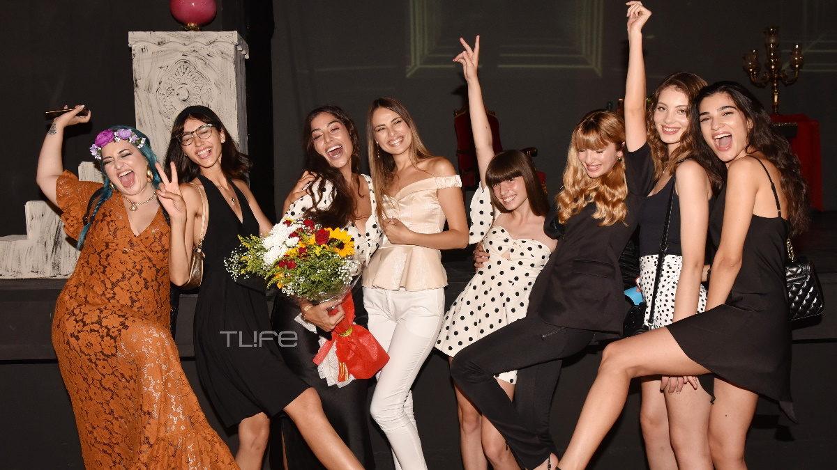 Σπυρούλα Κάιζερ: Έκανε πρεμιέρα στο θέατρο και οι φίλες της από το GNTM ήταν εκεί για να την στηρίξουν! [pics] | tlife.gr