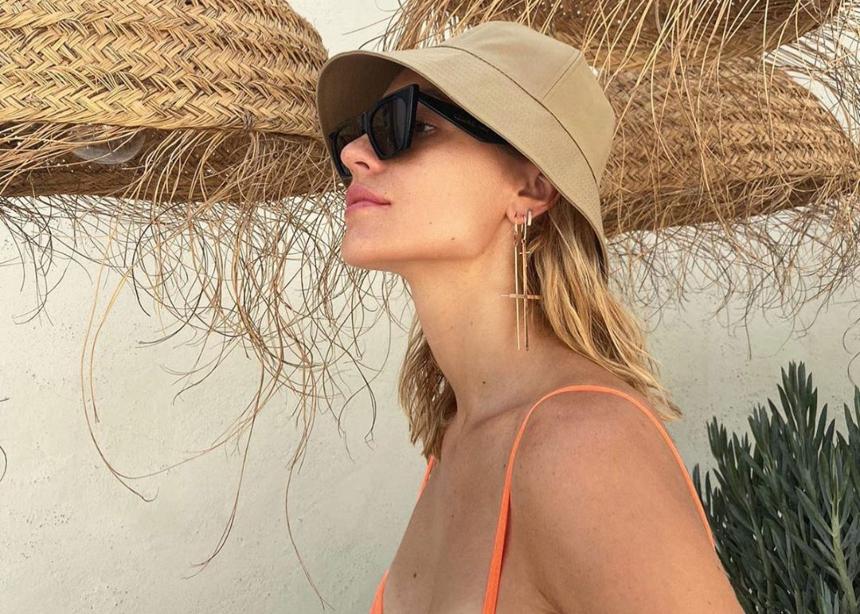 Αυτό το καπέλο φοράνε περισσότερο οι influencers φέτος στο instagram